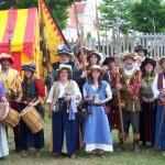 Die ganze Truppe versammelt: Trommlerinnen, Marketenderinnen, Söldner, Doppelsöldner, Fähnrich... und Hauptmann