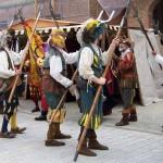Waffengeklirr bei den historischen Markttagen zu Pöttmes 2011.
