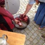 In Pöttmes gab es Eintopf von Biber und Reh. Hier sind Waltraud und Miche noch bei den Vorbereitungen.